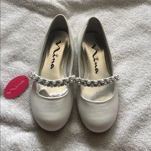 Nina white flat with pearl and rhinestones
